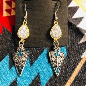 Jewelry - 🌵Arrowhead Dangle Earrings🌵
